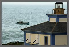Pesquero entrando a puerto (Llosatras) Tags: faro martima islapancha