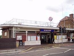 Picture of Elm Park Station