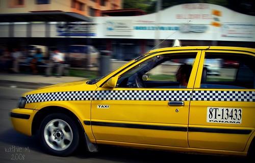 海賊タクシー!? パナマで横行する違法営業タクシー