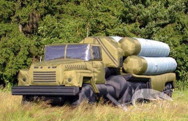 Resultado de imagen de con tanques, lanzaderas y aviones inflables