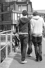 Baggy Trousers (Hylda_H) Tags: street city bridge urban bw holland men boys netherlands dutch amsterdam outdoors photography europe flickr fotografie pants humanity expression candid nederland thenetherlands gravity trousers sagging gens peuple mensen popoli humanrace nederlandvandaag hyldah