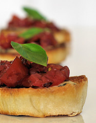 Balsamic tomato bruschetta with grilled blue cheese 3728 R
