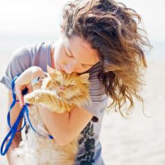 Hold on 2 (Sator Arepo) Tags: portrait cat reflex kitten olympus highkey e1 zuiko hold tenderness uro 50mmmacroed