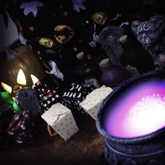 (rachelakelso) Tags: halloween jackolantern gargoyle presents ghosts tombstones cauldron canonrebelxti 100808 2008yip 2008yip282