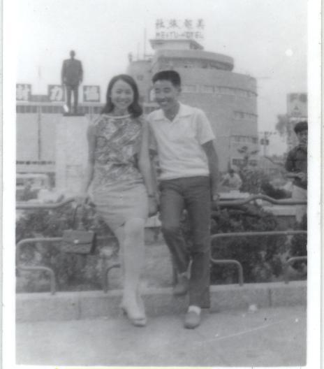 民國58年 爸跟媽 台中火車站前