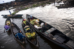 The Floating Market: Barter System (JasonDGreat) Tags: morning indonesia island boat village market south floating borneo barter masih indon kalimantan bandar selatan banjarmasin southkalimantan bandarmasih