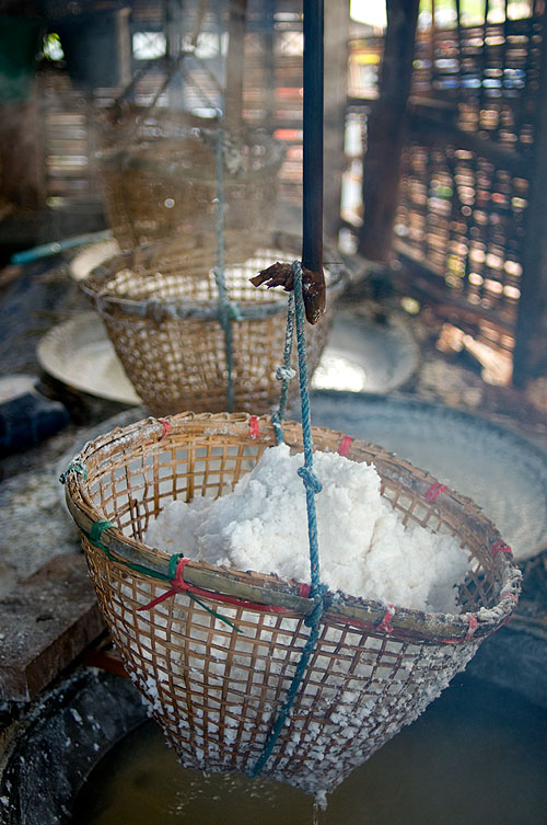 Freshly extracted salt, Extracting salt, Ban Bo Klua, Nan