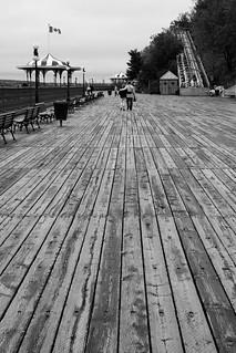Seuls sur l'esplanade