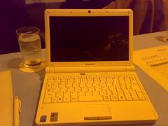 UMPC IdeaPad S10e本体