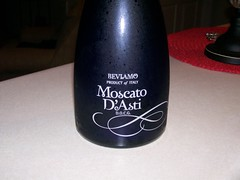 Beviamo~Moscato D'Asti (cpt_comet) Tags: italy bottle wine drink beverage newyear day1 alcohol newyears dayone winebottle 2009 happynewyear happynewyears moscato onebottle moscatodasti 010109