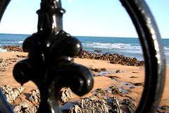 Zarautz beach (Oisercage) Tags: travel blue sea beach colors azul composition dof negro perspective playa viajes waters perspectiva framing turismo vasco euskadi rocas paisvasco zarautz euskera