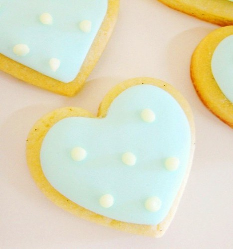 polka dot heart cookie
