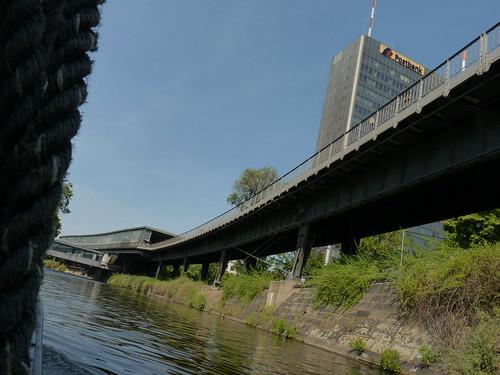 Schiffstour durch Berlin - im Landwehrkanal und die Postbank-Zentrale