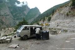 P1030064 Reaching Jumma at noon ... the Maruti van is waiting to take us to Joshimath ... end of trek! (ks_bluechip) Tags: india trek garhwal uttarakhand baginiglacier changbangbc kanarikhal