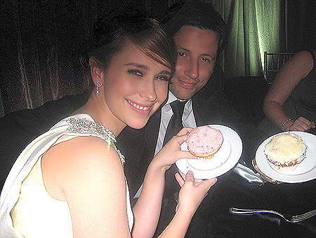 Jennifer Love Hewitt with Oscar party cupcakes