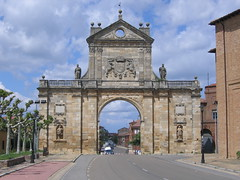 "Arch of San Benito • <a style=""font-size:0.8em;"" href=""http://www.flickr.com/photos/48277923@N00/2622078411/"" target=""_blank"">View on Flickr</a>"