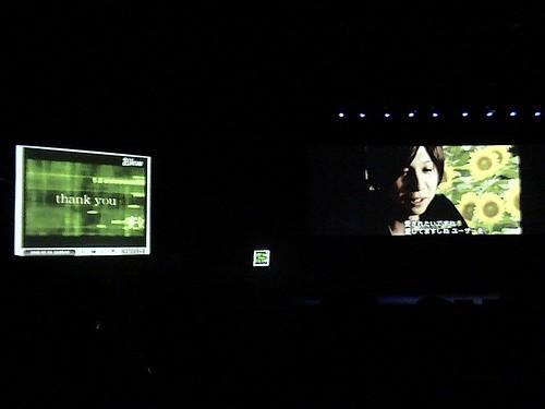 ニコニコ大会議-画面があって、その両脇にニコニコ動画がコメントつきで流れます