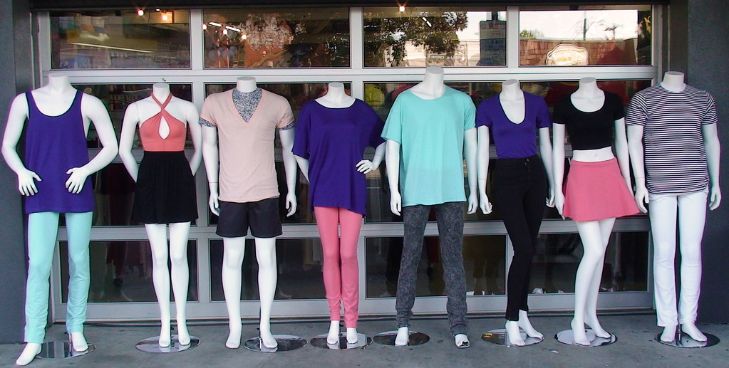 social media strategy influencer marketing with mannequins