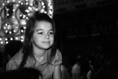 Festino: piccola in spalla (Michelangelo Macaluso) Tags: street portrait people michelangelo palermo 2008 ritratto reportage rosalia venditore ambulante pitchman macaluso 384festinodisantarosalia