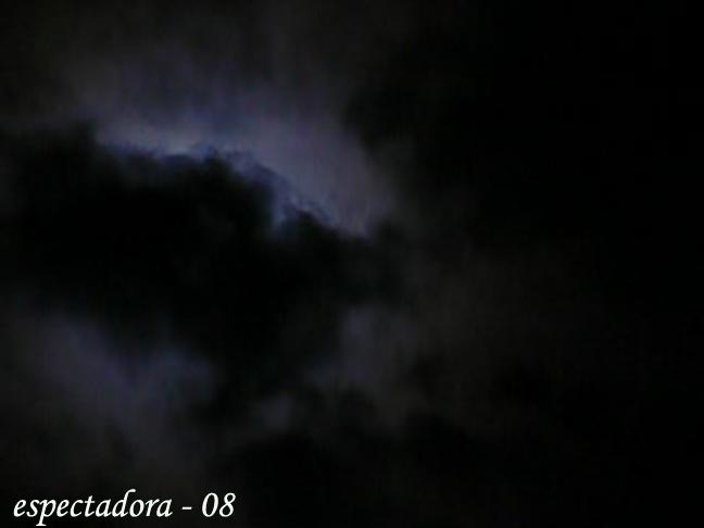 eclipse tras las nubes