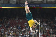 Steve Hooker clears 5.96m for pole vault gold and olympic record (SH Wayne) Tags: gold or beijing australia games pole record vault olympic olympics polevault hooker 2008olympics stevehooker olympicrecord