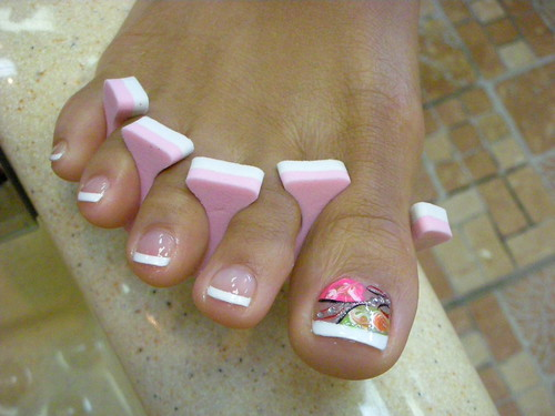 Florist design on toe nail. simple yet great toe nail art design