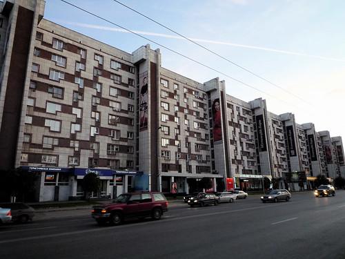 giant multi-use complex with Tetris-like facade ©  jasoneppink