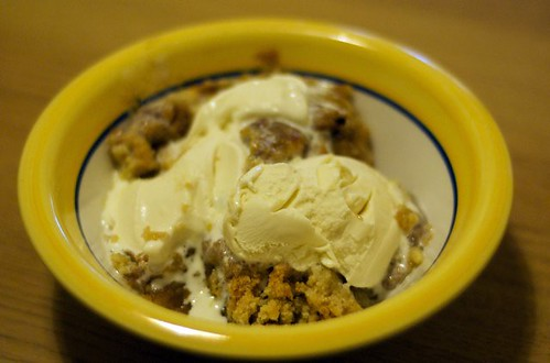 Apple crumble and ice cream