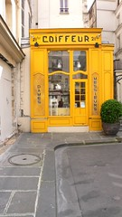 Un coiffeur qui rase les murs (Olivier Majerholc) Tags: paris frankreich europa ledefrance frana boutique francia coiffeur parijs faade pars  parigi pary parys pariis parizo pars