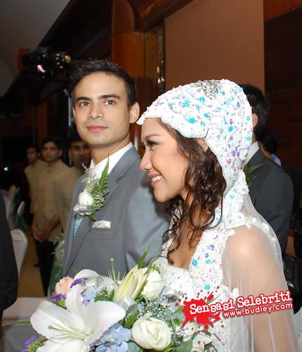 Gambar Honeymoon Bulan Madu Bunga Citra Lestari