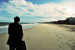 lungo mare di novembre (arcutifrancesca) Tags: mare uomo solo lungomare borsa spiaggia lido vento sabbia impronte cabine stabilimento sancataldo mancarella
