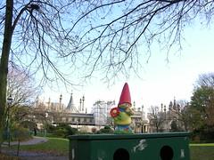 Pavillion Gnome (devopstom) Tags: gnome brighton amelie pavillion pavilliongardens brightonpavillion tom1 travellinggnome tom5 slashtom