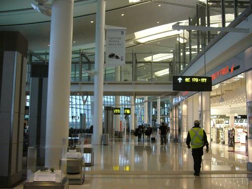 多倫多機場依舊冷清