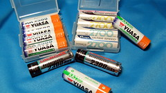 old rechargeable batteries (Cujan) Tags: macro image battery aa yuasa 電池 rechargeable nimh 12v 近拍 hydride uniross 鎳氫電池 充電電池 士林電機 三號 3號 湯淺 nickelmetal ニッケル・水素蓄電池 単3形 ジーエス・ユアサコーポレーション 士電 歐力 円筒形
