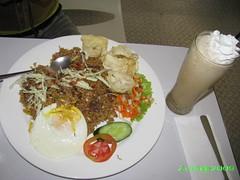 Have a nice breakfast (Toraja Bali- Buzy ON/OFF) Tags: es capucino krupuk telor nasigoreng tomat emping timun sendok