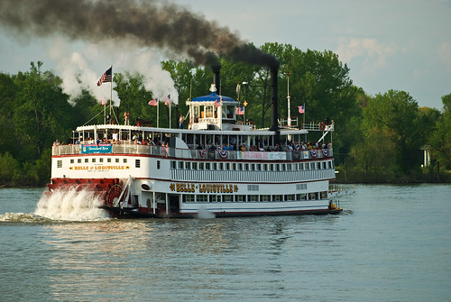 The Great Steamboat Race goes to the Belle of Louisville