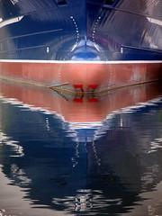 Baug - Bow - Proa (erlingsi) Tags: blue sea norway reflections norge norwegen reflet bow noruega blau oc scandinavia riflessi spiegelung reflexos reflets silencio reflejos lightscape riflesso bl sj noorwegen noreg proa rflexion baug erlingsi bltt erlingsivertsen spegling speiling hery kystkultur noregua  leineb leinebjrn maritimeimpression