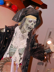 Pirates of the Caribbean (Gary Burke.) Tags: nyc newyorkcity newyork skeleton pirates 5thavenue disney midtown piratesofthecaribbean disneystore worldofdisney garyburke