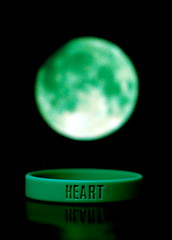 Day 089 : Yes, I Do Have a Heart (kilcher) Tags: moon green project365 ballerband greenmoon