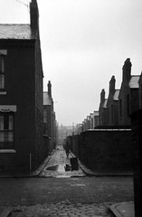 Moss Side, Manchester, 1969. (Fray Bentos) Tags: manchester alley housing mossside terracedhouses
