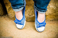Feets (Hugh Beauchamp) Tags: blue white feet shoes stripes jeans vignette royalbotanicalgardens blueandwhite turnups canvasshoes