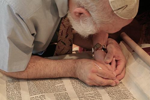 Nehar Shalom Community Synagogue Torah
