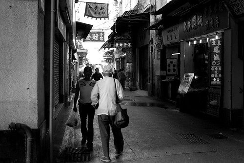 Macau Street Photo with Pentax K10D and Tokina 19-35 f/3.5-4.5