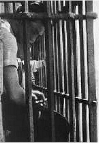 Luis Buñuel en el campanario de la Torre de la Catedral de Toledo (10 de mayo de 1936)
