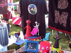 Senora Muertos booth at Strangefolk Festival (Senora Muertos) Tags: folkart mexicanfolkart strangefolkfestival senoramuertos strangefolkfestival2008 strangefolkfestvialcraftshowcraftdisplaycraftboothpapermache