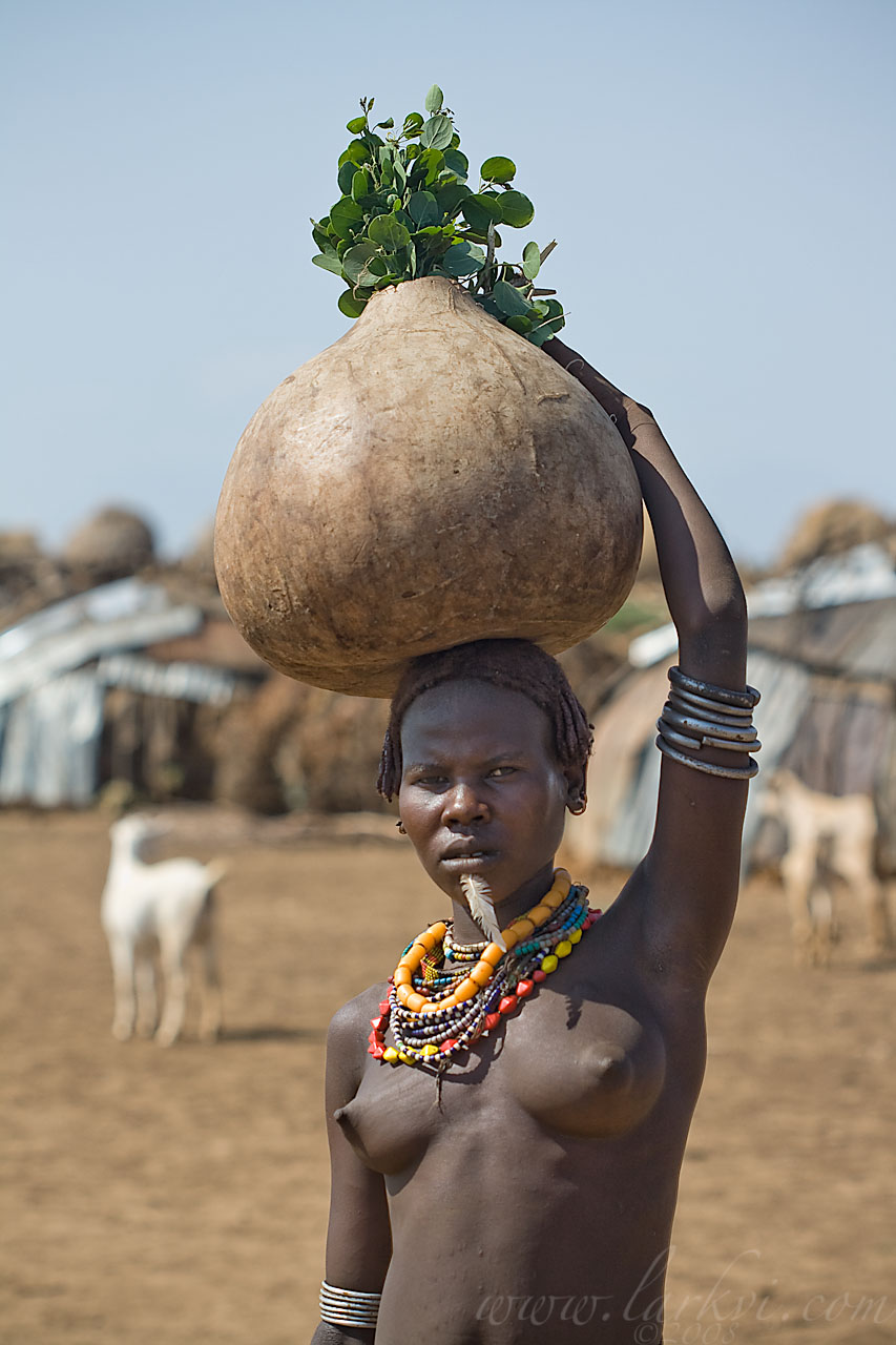 Gourd-Carrier, Omorate, Southern Ethiopia, November 2007