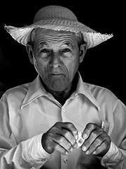 HOMBRE Y SOMBRERO (Samy Collazo) Tags: barcelona madrid chile santiago pakistan italy españa india chicago newyork paris france rome roma peru portugal argentina grancanaria japan brasil riodejaneiro canon germany mexico thailand uruguay hongkong austria israel quito ecuador sevilla buenosaires mexicocity colombia bogota italia lima puertorico lisboa trix taiwan poland australia bolivia lanzarote asturias andalucia galicia segovia londres tenerife kodaktrix catalunya asuncion paraguay panama montevideo francia saudiarabia malaga ponce lapaz medellin sidney brasilia panamacity islascanarias rusia libon pava artesano olétusfotos samycollazo