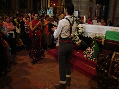 Bailando una sevillana a la Virgen Rocio Chico Isla de Gran Canaria (Rafael Gomez - http://micamara.es) Tags: en espaa del de la spain basilica folklore canarias una gran chico pino isla virgen islas canaria rocio bailando sevillanas romeros teror