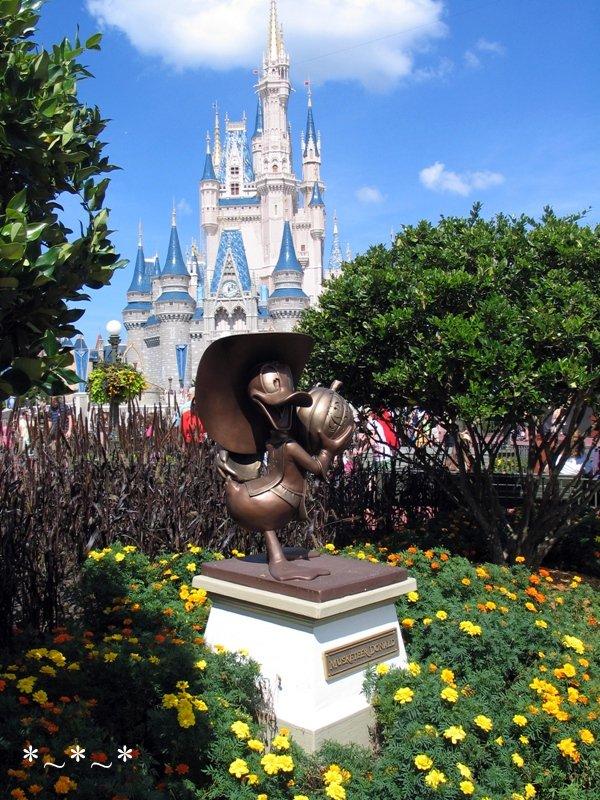 IMG_6770-Disney-Donald-Duck-Halloween-Castle-Magic-Kingdom