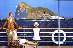 Familj beundrar Gibraltar från en båt